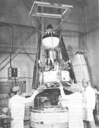 Ranger 4 v montážní hale - 480x621x256 (47 kB)